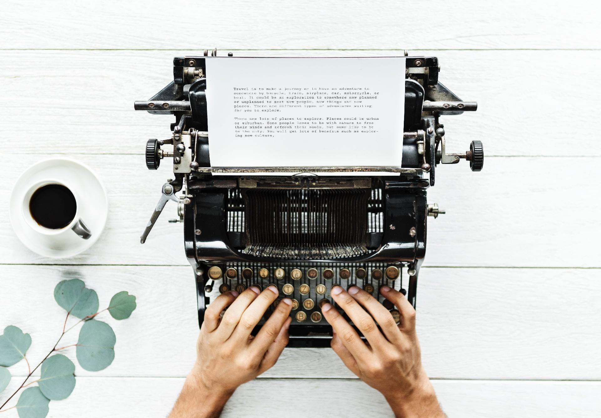 unsplash - Schreibmaschine-1